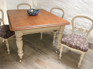 Pedran hand painted shabby chic  Victorian Farmhouse Table with Four Matching Chairs