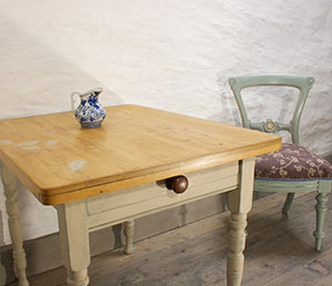 Pedran hand painted shabby chic  Pretty Rustic Kitchen Table