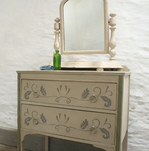 Pedran hand painted shabby chic  Chest of Drawers
