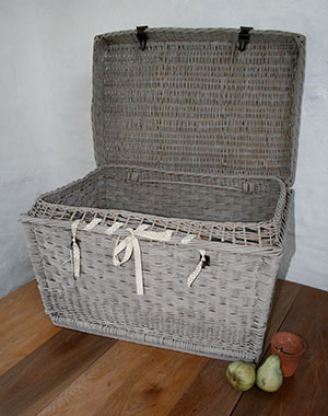 Pedran hand painted shabby chic  - Vintage finds - Large Picnic Basket